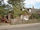 Vilnius, Snipiskes, dwelling-house with rusty car-parts
